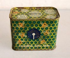 banking advertising Vintage-Old-State-Bank-of-India-Piggy-Bank-Advertising-Litho-Print-Tin-Box Banks Advertising, Litho Print, Money Bank, Bank Of India, Tin Boxes, Decorative Boxes, Piggy Banks, Make It Yourself, Photograph