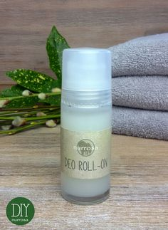 DEO ROLL-ON ganz einfach selber machen – nurrosa Simplemente haga DEO ROLL-ON usted mismo, solo rosa de bricolaje Diy Deodorant, Natural Deodorant, Diy Beauty Tutorials, Homemade Alcohol, Chloe Perfume, Witch Decor, Oils For Skin, Bottle Crafts, Natural Oils