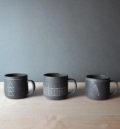 Artistic Coffee Mugs 16 Delightful DIY Coffee Mugs For Morning Porcelain Mugs, Ceramic Cups, Ceramic Pottery, Ceramic Art, Sharpie Mug Art, Coffee Facts, Diy Mugs, Unique Coffee Mugs, Cute Mugs