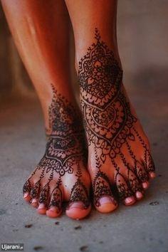 "tattooednbeautiful: ""Henna tattoos are non-permanent tattoos and they are really beautiful when done properly. Here are 87 beautiful henna foot tattoos ideas. Leg Mehndi, Legs Mehndi Design, Henna Mehndi, Mehndi Tattoo, Mehndi Art, Henna On Leg, Ankle Henna Tattoo, Henna Hands, Henna Tatoos"
