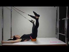Adutores e Abdutores em ação com a over ball no cadillac - Pilates de A a Z - YouTube