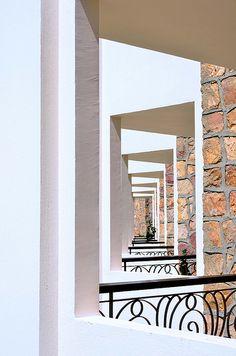 tipico balcone in stile egiziano © maudanros
