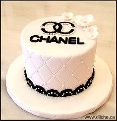 Gâteau Chanel - Love to cake - Bebe Chanel Birthday Cake, Sweet 16 Birthday Cake, Elegant Birthday Cakes, Beautiful Birthday Cakes, Adult Birthday Cakes, Birthday Cakes For Women, Designer Birthday Cakes, Birthday Ideas, Fruit Birthday