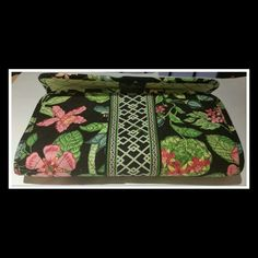 VERA BRADLEY RETIRED BOTANICA CD HOLDER VERA BRADLEY RETIRED BOTANICA CD HOLDER  VERA BRADLEY~ RARE ~RETIRED~BOTANICA  CD~DVD CASE~HOLDS 40 CD'S~TRIFOLD~VELCRO CLOSURE  SMOKE FREE ENVIRONMENT  NEVER USED, NWT Vera Bradley Accessories