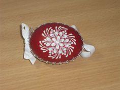 kraslice a svíčky: kraslice slepičí - čevený podklad bíle malované