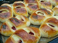 Pudingovo-lekvárové koláče (fotorecept) - Recept - My site Bread Dough Recipe, Czech Recipes, Sweet Pastries, Breakfast Dessert, Graham Crackers, Hot Dog Buns, Coco, Sweet Recipes, Bakery