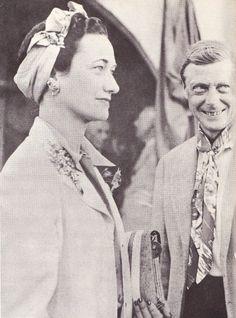 Duke of Windsor Wallis Simpson, Eduardo Viii, Edward Windsor, 40s Outfits, Elegant Couple, Famous Pictures, John Charles, Cecil Beaton, People Of Interest