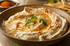 Sabra Dipping Company has released a new vegan jackfruit hummus, featuring their classic vegan hummus recipe topped with vegan BBQ jackfruit, which replicates pulled pork for a fully-loaded plant-based dip! Cheap Appetizers, Appetizer Recipes, Best Hummus Recipe, Chickpea Hummus, Healthy Hummus, Vegan Hummus, White Bean Hummus, Gourmet Recipes, Gastronomia