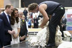 Kate Middleton e Príncipe William em uma feira na Austrália (Foto: Reuters)