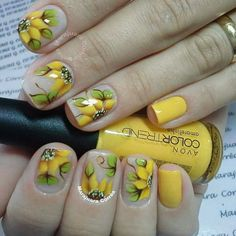 Perfect Colorful Floral Nail Design – 2 It's your turn to have great nails! Check out this year's most … Manicure Nail Designs, Fingernail Designs, Nail Art Designs, Nail Art Inspiration, Yellow Nails Design, Really Cute Nails, Daisy Nails, Diamond Nails, Flower Nail Art