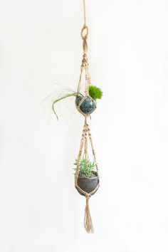Handmade and beautiful macrame plant hanger. This small plant holder is made of twine. This macrame plant hanger is perfect as a gift for every nature lover. The total lenght from top to bottom is 90cm / 35 inch. The displayed pot is 9cm / 3 1/2 inch. Please convo me if you want to