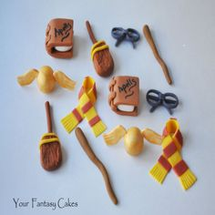 Fondant Harry Potter Cupcake Toppers-Harry potter, cupcake toppers, themed party, magical cupcake toppers, edible decoration, wizards, witch...