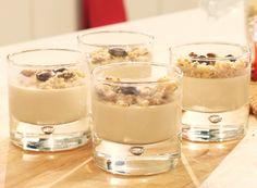 Een smeuïge mousse van Lotus Speculooskoekjes. Deze fluweelzachte lekkernij zet je in minder dan een halfuur op tafel. Je hebt er slechts 4 ingrediënten voor nodig. Lekker makkelijk! Cookie Desserts, Just Desserts, Buffet Dessert, Panna Cotta, Belgian Food, Cake Recipes, Dessert Recipes, Thermomix Desserts, Winter Desserts