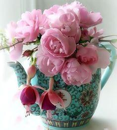 LOVE the aqua and pink!