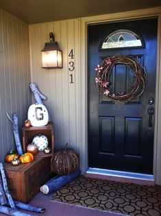 Here are some great ideas for decorating your front porch area as we are coming into Fall. Halloween is right around the corner and there are many ways to decorate your front door area with wreaths, pumpkins and plants. Porch Decorating, Decorating Ideas, Decor Ideas, Craft Ideas, Holiday Decorating, Diy Ideas, Piece A Vivre, Front Door Decor, Fall Halloween