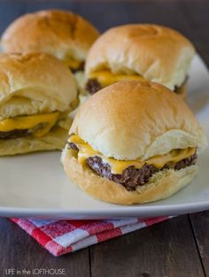 Oh goodness, these sliders. Ridiculously easy to make AND ridiculously good! :) These cheeseburger sliders are a new family favorite!  I love how these sliders are pr...