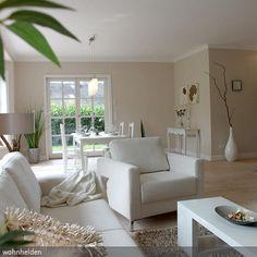 Weiße Regale über Dem Sofa Im Kleinen Wohnzimmer | ....HOME... | Pinterest  | Weiße Regale, Kleine Wohnzimmer Und Sofa