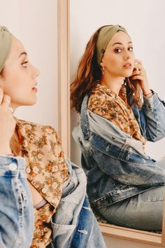 #headband #olive #turbanheadband #makeup #jeans #jeansjacket #blouse #moon #girl #boho #bohemian #olive #vintage #curlyhair #balayage #ring #biglips #eyeliner #shooting #streetstyle #fotoinspo #fashion2020 #lockstoffstore  #lemonade #curlyhair #balayage #mirror #shootingmirror #headband Big Lips, Turban Headbands, Fashion 2020, Lemonade, Curly Hair Styles, Eyeliner, Bohemian, Moon, Street Style