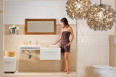 Stylová je koupelna s elegantními prvky v barvě jemné vanilky. Dekor tvořený podélně orientovanými pruhy vytváří dokonalou hru světla a stínu, stává se synonymem exkluzivní elegance. Koupelnové obkladačky ve formátu 30 x 60 cm stojí 499 Kč/m2