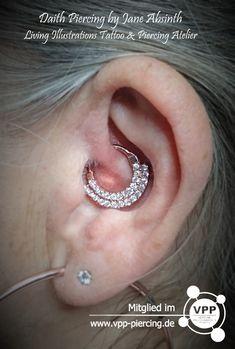 Wunderschönes #daith #piercing vollständig verheilt und beschmückt mit #roségold Clicker Ring #janeabsinth #janeabsinthpiercing #piercingdüsseldorf #piercingohnetermin #piercingschmuck #knorpelpiercing #ohrknorpel