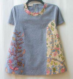 32 Trendy ideas for sewing clothes recycling fabrics Blouse Batik, Batik Dress, Batik Fashion, Shirt Bluse, Tunic Pattern, Sewing Clothes, Sewing Dolls, Pulls, Refashion