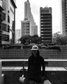 Checking out Hongkong urban lifestyle to get new inspiration for next level The City that never sleeps! Top Street Style, City That Never Sleeps, Street Outfit, Zurich, Brand Design, Slow Fashion, Minimalism, Skyline, Urban