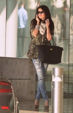 selena gomez. so beautiful. love her cute outfit.