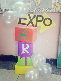 Stage Decorations, Art Fair, Photo Booth, Crafts For Kids, Birthday Cake, Ideas, Environment, School Decorations, Credenzas