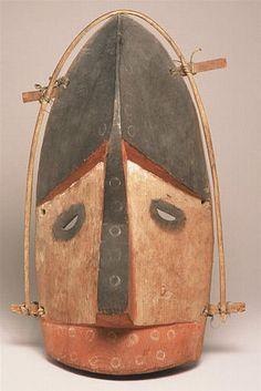 Masque Nakysalik (celui qui a le nez retroussé), Archipel de Kodiak, Alaska, collecté en 1871/2 par Alphonse Pinart (1852-1911)