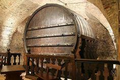 Kudy z nudy - Obří sud v Mikulově Museum, Fashion Backpack, Barrel, Home Decor, Places, Wine, Brot, Decoration Home, Barrel Roll