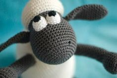 haakhooked: Gratis haakpatroon Shaun the Sheep Crochet Gratis, Crochet Amigurumi Free Patterns, Crochet Wool, Cute Crochet, Crochet For Kids, Crochet Baby, Beautiful Crochet, Yarn Animals, Knitted Animals