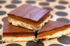 homemade twix bars dripping with caramel and chocolate Brownie Recipes, Cookie Recipes, Dessert Recipes, Just Desserts, Delicious Desserts, Yummy Food, Twix Chocolate, Homemade Twix Bars, Yummy Treats