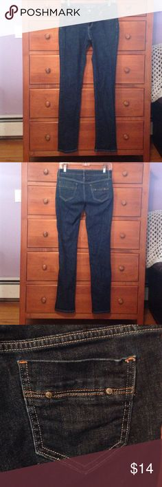 Banana Republic sz 2 classic skinny blue jeans Banana Republic sz 2 classic skinny jeans. Denim made in facilities that participate in clean water program. Cotton/spandex blend machine washable. Two front and two back pockets. Banana Republic Jeans Skinny