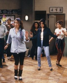Monica Geller's Wardrobe Was Actually the Coolest Thing Monica Geller's Wardrobe Was Actually the Coolest Thing on Friends via Who What Wear Friends Mode, Tv: Friends, Serie Friends, Friends Moments, I Love My Friends, Friends Tv Show, Friends Forever, Outfits Casual, Cute Outfits