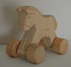 zabawki drewno folklor ręcznie malowane drewniany konik na kółkach  #wolniodplastiku #greenspiracje