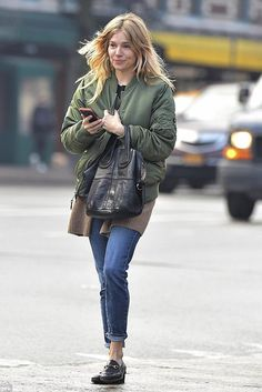 Sienna Miller wearing Givenchy Nightingale Bag in Black and Gucci Princetown Lea - Gucci Brixton Loafer - Ideas of Gucci Brixton Loafer - Sienna Miller wearing Givenchy Nightingale Bag in Black and Gucci Princetown Leather Slippers Sienna Miller, Gucci Brixton Loafer, Gucci Loafers, Vanity Fair, Barefaced Beauty, Givenchy Handbags, Glamour, Fashion Sites, Leather Slippers