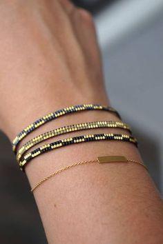 Bracelet tissage avec Miyuki perles-or plaqué fermoir fabriqué #diyjewelry Bead Loom Bracelets, Beaded Bracelet Patterns, Bead Loom Patterns, Woven Bracelets, Jewelry Patterns, Beading Patterns, Ankle Bracelets, Gold Bracelets, Macrame Bracelets