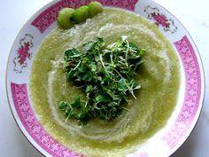 Raw celerová polévka