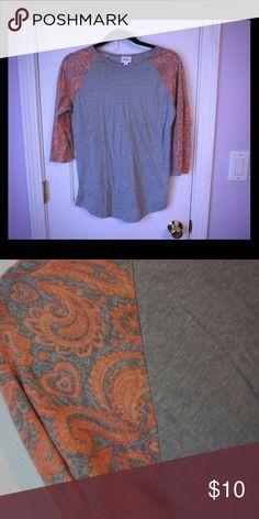 LulaRoe 3/4 sleeve top. LulaRoe 3/4 top. Size small but runs large! LuLaRoe Tops Tees - Long Sleeve