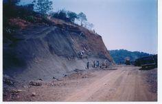 Talud de 500m de longitud y 30m de altura formado para la construcción de un libramiento vial. #ingenieríacivil