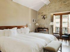 Alojamientos para enamorarse de Galicia - Hoteles Bed Frame, Bed Sheets, Oversized Mirror, Interior Design, Wall, Bedroom Furniture, Ceiling, Home Decor, Image
