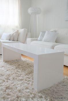 sunnuntai 19. tammikuuta 2014  Valkoinen sohvapöytä: Kartell Invisible Side