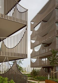 Tham & Videgård creates rows of upside-down arches with Västra Kajen housing - facade Architecture Résidentielle, Contemporary Architecture, Social Housing Architecture, Contemporary Design, Interior Balcony, Building Facade, Facade Design, Arches, Facades