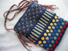Free Ravelry Pattern - Dots and Stripe Purse