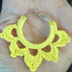 Crochet, jumping through hoops. Crochet Earrings Pattern, Crochet Necklace, Crochet Patterns, Jewelry Design Earrings, Diy Earrings, Diy Junk Jewellery, Crochet Wool, Crochet Accessories, Yarn Crafts