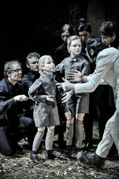 """Thomas Ostermeier's production of """"Richard III."""" at the Berlin theater"""
