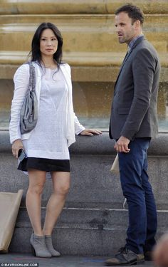 On the set: Lucy Liu and Jonny Lee Miller filmed scenes on Wednesday in London's Trafalgar Square for their hit show Elementary based on the cases of Sherlock Holmes Lucy Liu Elementary, Elementary Tv, Elementary Sherlock, Sherlock Holmes, Gi Joe, Jonny Lee Miller, Cool Outfits, Casual Outfits, English Style
