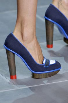Nicholas Kirkwood for Prabal Gurung - 50 Best Shoes of New York Fashion Week - StyleBistro Pretty Shoes, Beautiful Shoes, Shoe Boots, Shoes Sandals, Mode Shoes, Funky Shoes, Me Too Shoes, Fashion Shoes, Ideias Fashion