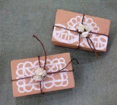 SolArt ceramiche artistiche di Ivana e Caterina:  bomboniere effetto merletto a rilievo