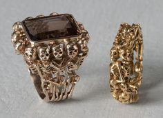 Marc Gassier, bague et anneau en ronde de squelettes, vers 1980. Crédit : Jean-Alex Brunelle / Galerie Yves